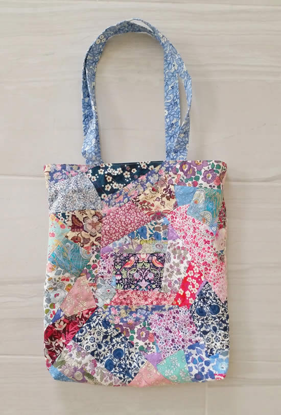 Linda bolsa de tecido feita com patchwork
