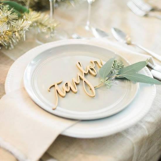 Lindo marcador com nome para mesa de casamento