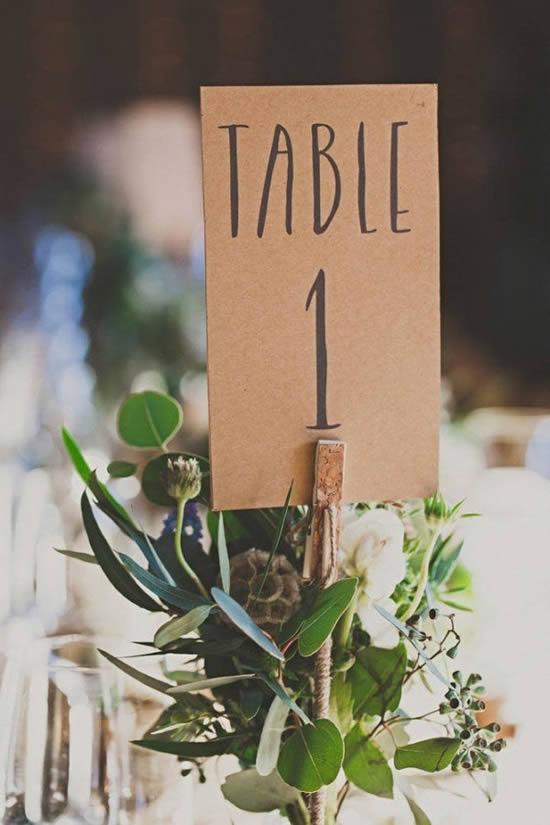 Lindo marcador de mesa de casamento