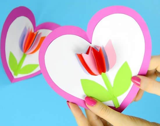 Cartão com flor de papel