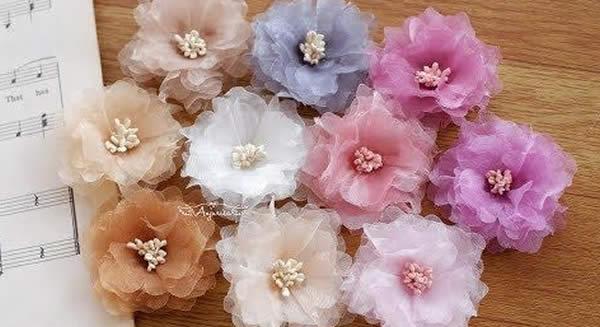 Flores lindas de tule