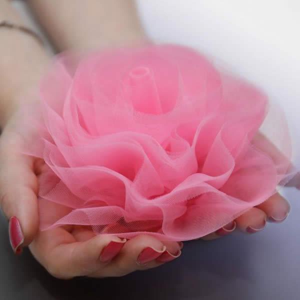 Linda flor de tecido tule