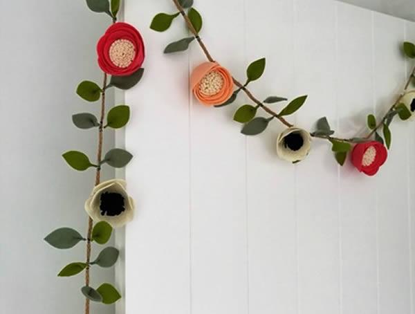 Guirlanda de flores de feltro