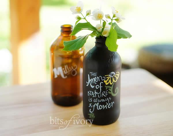 Arranjos de flores com garrafinhas