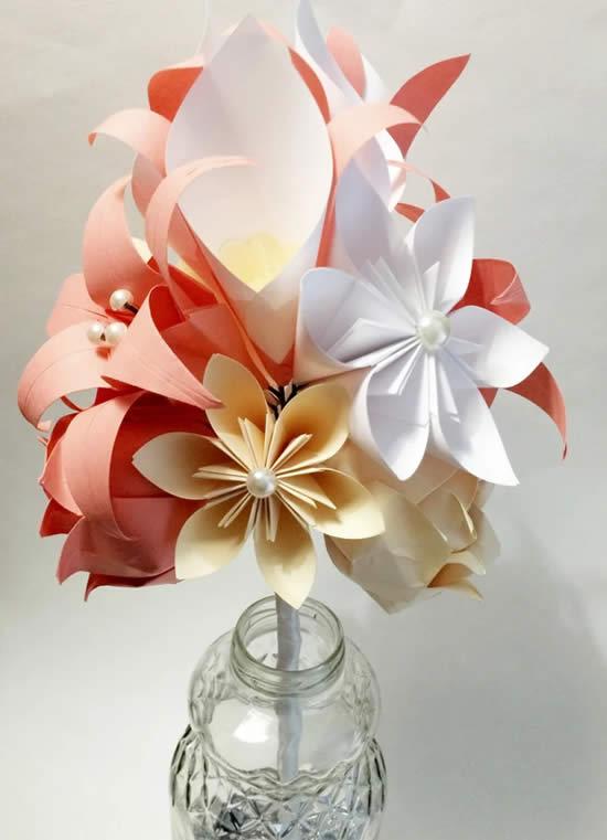 Enfeite com flores de origami