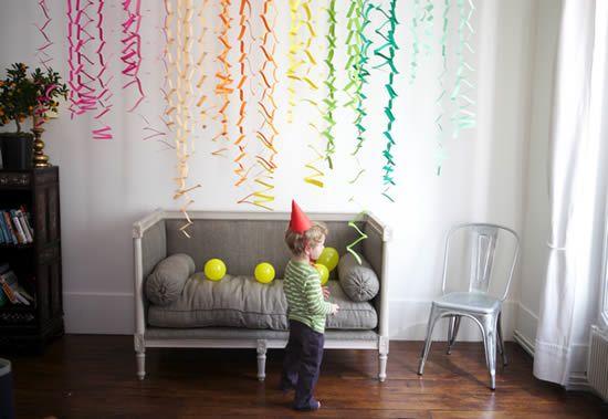 Decoração de criança com papel colorido