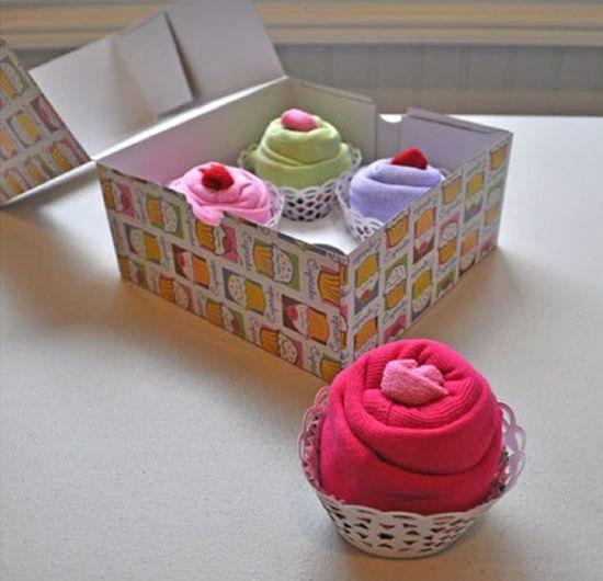 Como fazer cupcake de tecido com conjuntinho de bebê