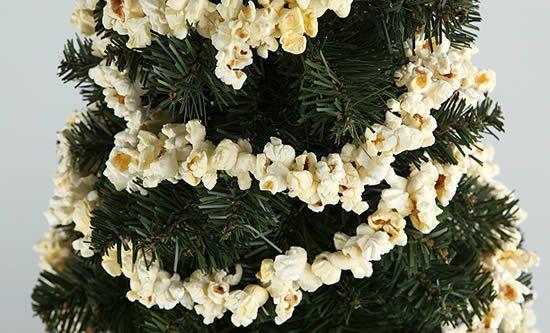 Decoração da Árvore de Natal com pipocas