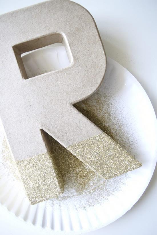 Como decorar um artesanato usando cola e glitter