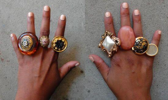 Como fazer anéis com botões velhos