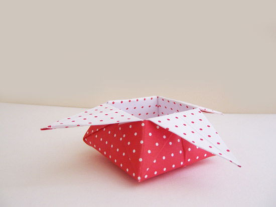 Caixinha de origami com papel decorado passo a passo