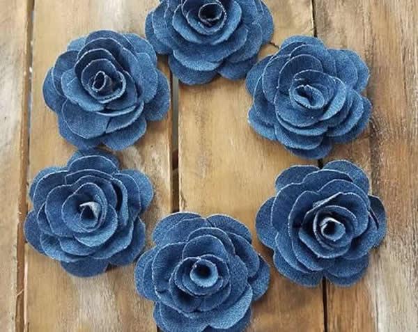 Flores com tecido jeans