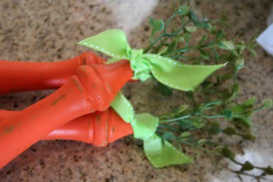 Decoração de Páscoa com cenouras de madeiras artesanais