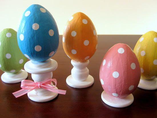 Como fazer decoração com ovinhos de madeira para a Páscoa