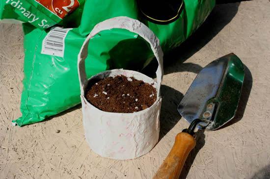 Como fazer jarrinho decorativo para plantar plantinhas
