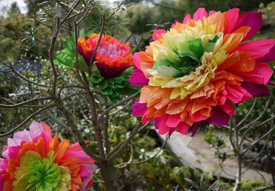 Como fazer flor de papel crepom gigante