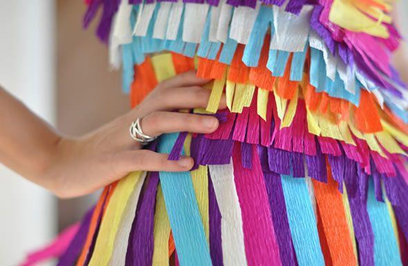 Fantasia de papel crepom colorido