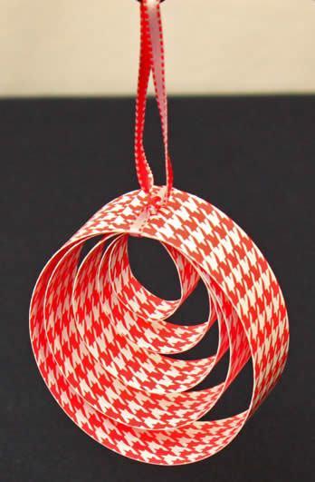 Enfeite com papel scrapbook para a Árvore de Natal