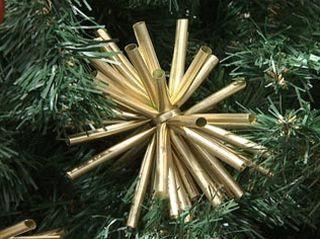 Enfeite com canudos para a Árvore de Natal