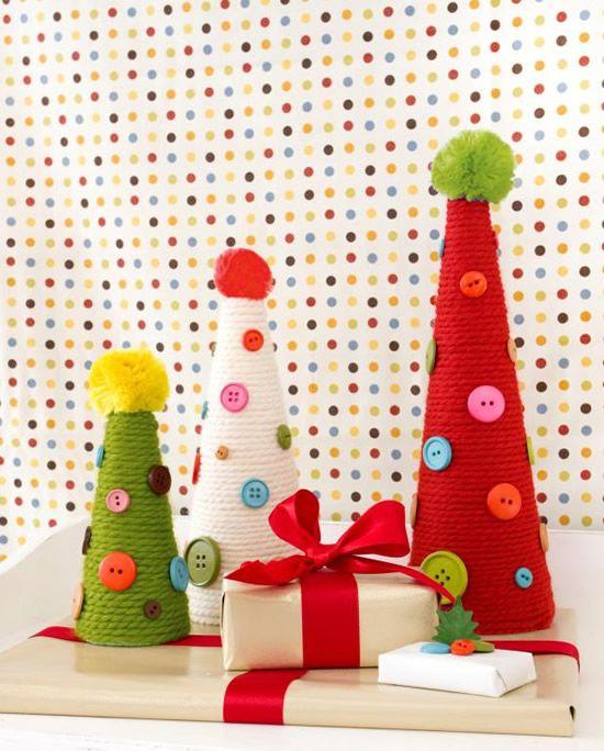 Enfeite colorido super lindo com cone de espuma e fios de lã