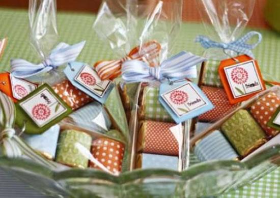 Decoração para chá de bebê com chocolates