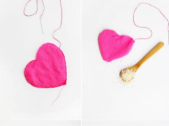 Artesanato em tecido com molde de coração