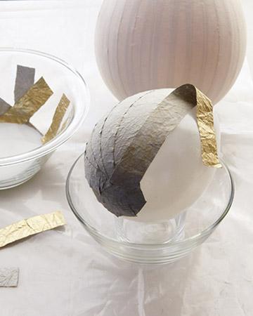 como fazer ovo de pascoa com papel mache cobertura