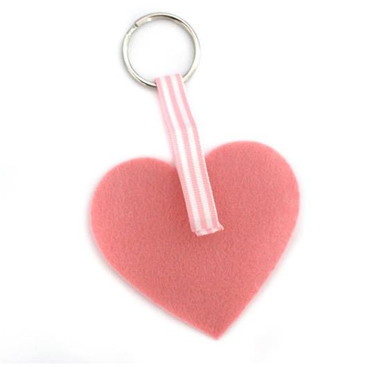 Coração de feltro para fazer chaveiro