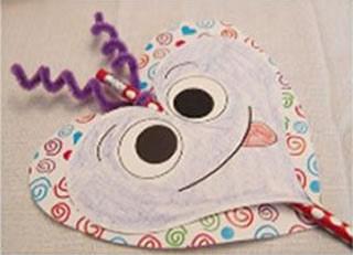 Artesanato infantil com molde de coração