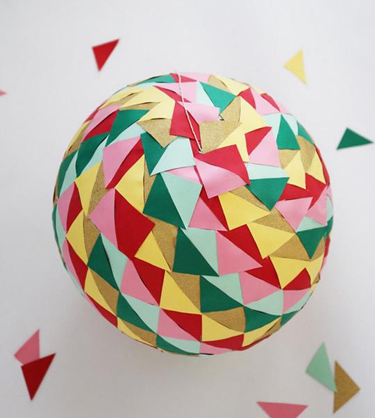 Bola colorida para decoração de festa infantil