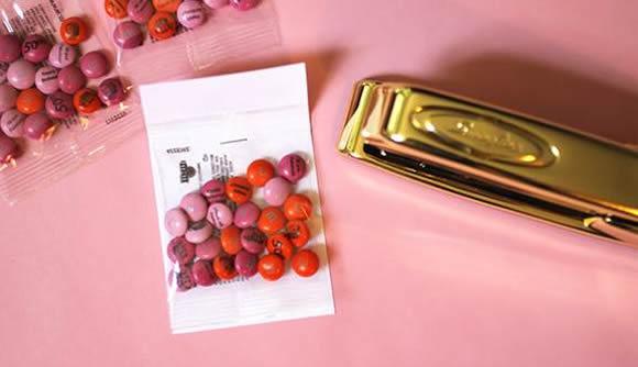 Lembrancinha simples e personalizada com bombons