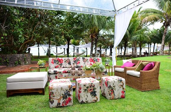 casamento jardim simples : casamento jardim simples:Lounge personalizado para os convidados. Você pode se dedicar