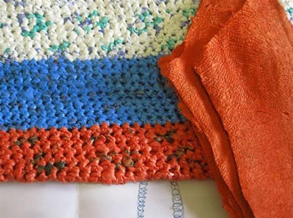 Como fazer tapete artesanal com sacolas plásticas