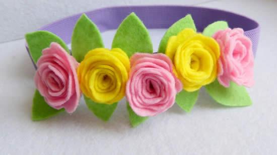 Linda tiara com flores de feltro