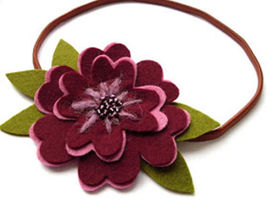 Tiara com flor de feltro