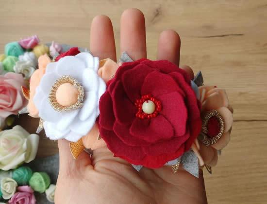 Flores de feltro em tiara