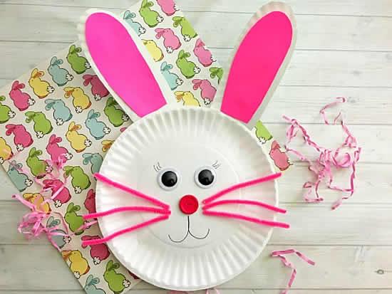 Artesanato de Páscoa com pratos descartáveis