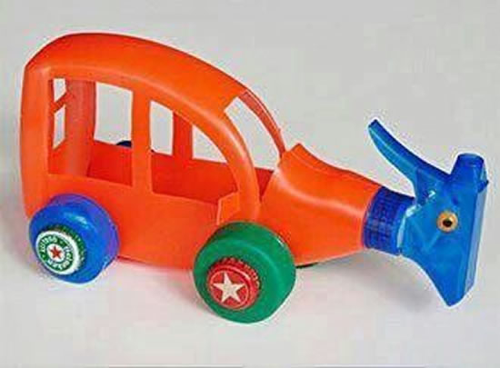 Brinquedos com garrafa PET