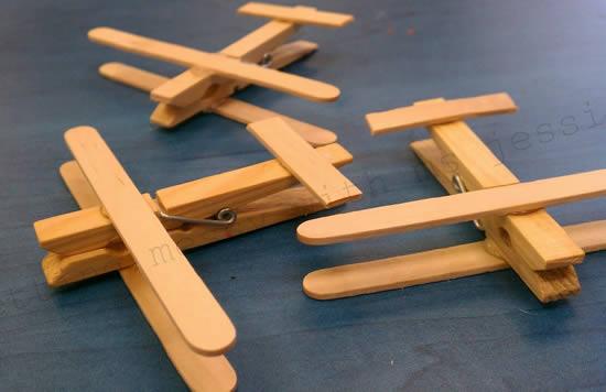 Brinquedo com reciclagem - Avião com palitos de picolé