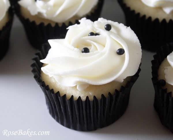 Cupcake decorado para casamentos