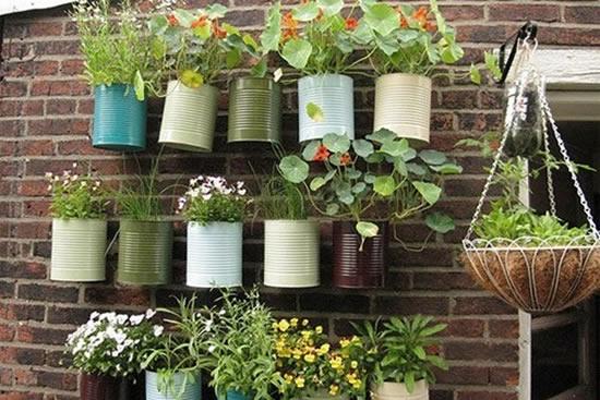 jardim-vertical-com-latas-1