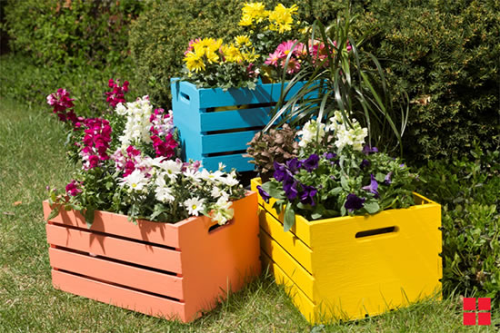 Decoração para jardim com caixotes