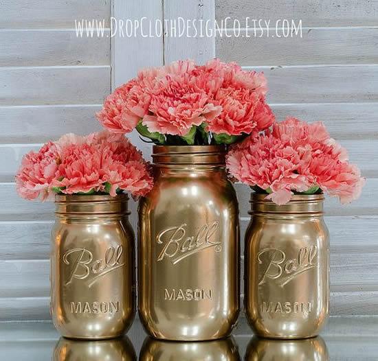 Lindos arranjos de flores em potes