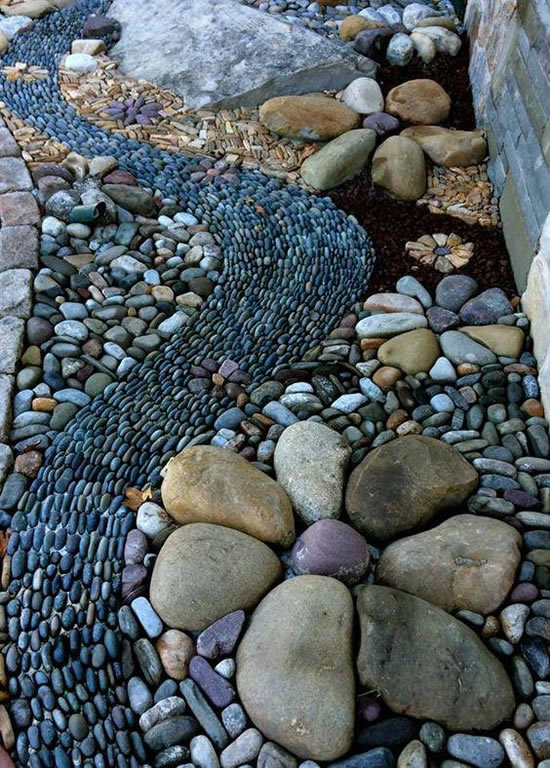 Decorando o jardim com seixos de forma simples