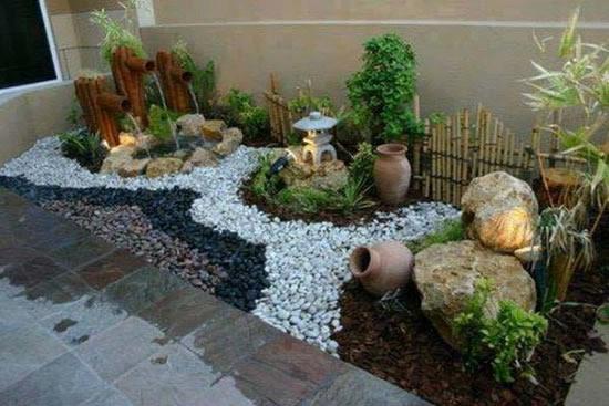 Decoração de jardim com seixos