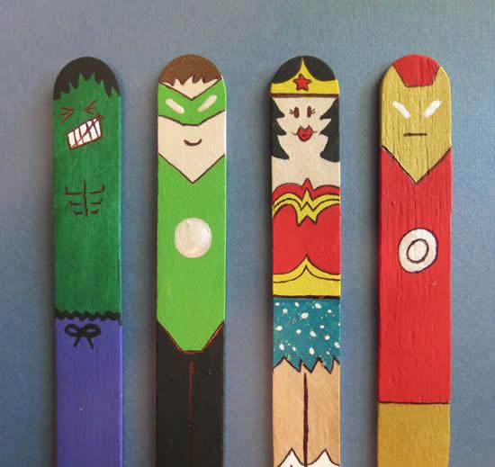 Super-heróis com palitos de picolé