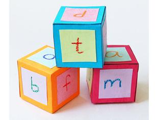 Cubo de papel para atividades educativas