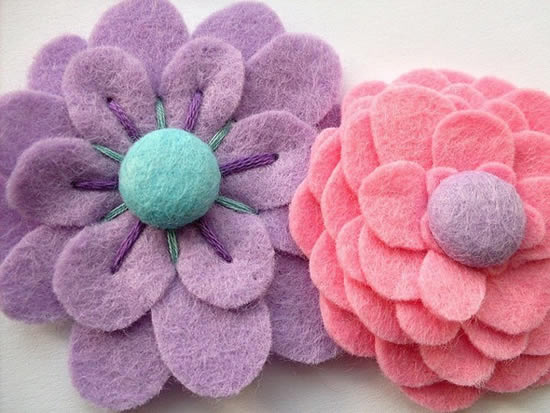 Enfeites com flores de feltro