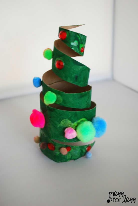 Árvore de Natal com rolo de papelão