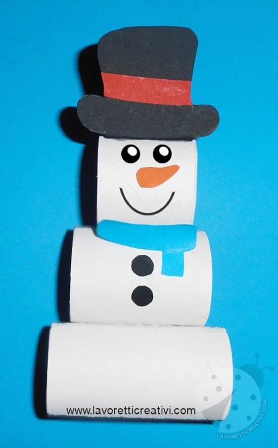 Boneco de neve com rolos de papelão